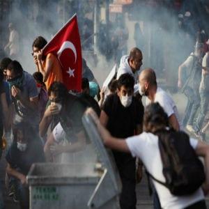 Sindicatos turcos celebraron una huelga conforme el Gobierno intensifica la represión