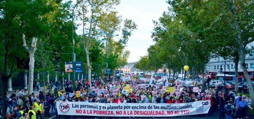 Miles de ciudadanos muestran su rechazo al TTIP y CETA y dicen no a la pobreza y la desigualdad