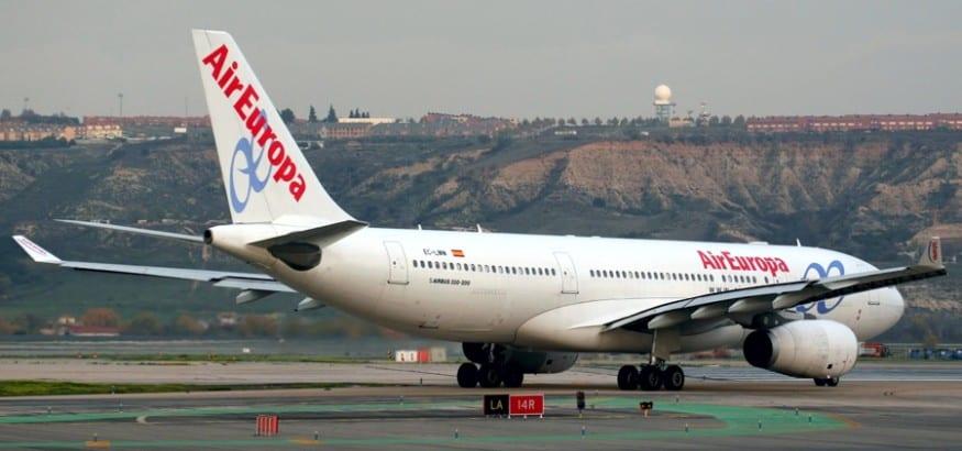 Tras una denuncia de USO, Air Europa rescinde los contratos de los TCP´s extracomunitarios