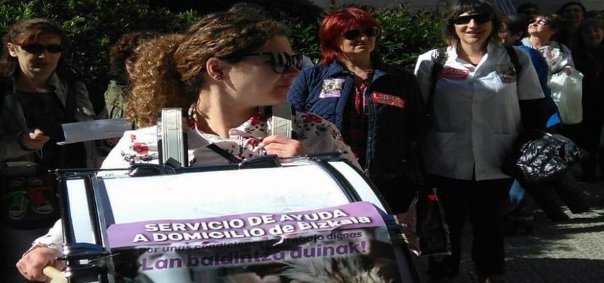 LSB-USO Euskadi con las trabajadoras del Servicio de Ayuda Domicilio frente al Ayuntamiento de Getxo