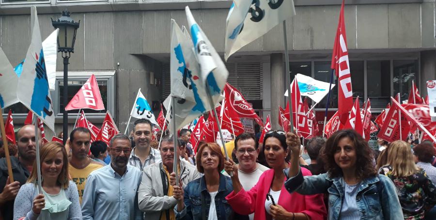 Trabajadores de limpieza se concentran en Oviedo para exigir un convenio digno