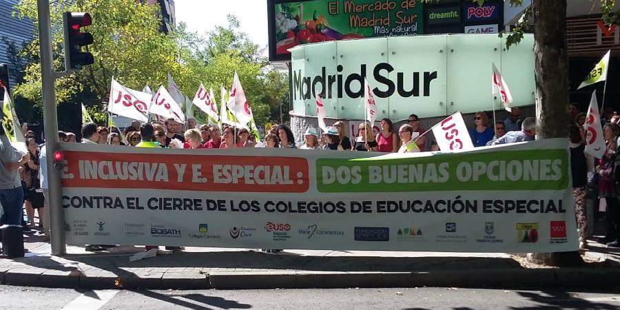FEUSO entrega en la Asamblea de Madrid 150.000 firmas contra el cierre de colegios de Educación Especial