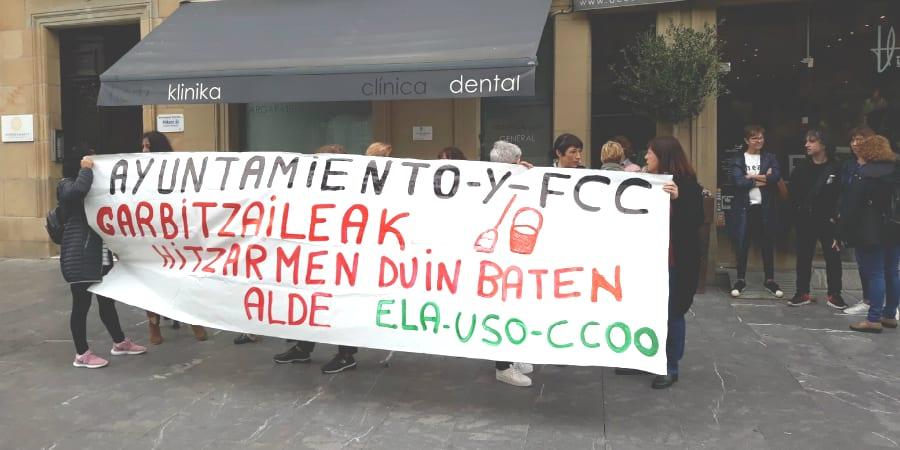 LSB-USO Euskadi, en la calle a favor de un convenio digno de limpieza en los colegios de Donosti