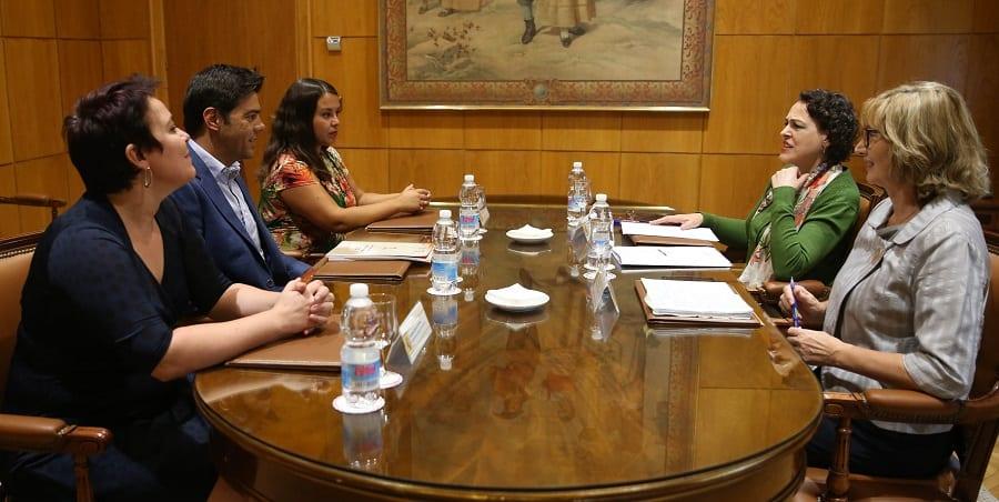El secretario general de USO se reúne con la ministra de Trabajo para abordar la actualidad laboral