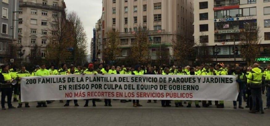 Los trabajadores de parques y jardines de Santander salen a la calle para defenderse de los recortes