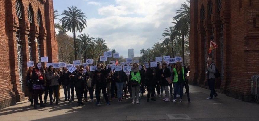 Los trabajadores del 010 de Barcelona reanudan la huelga indefinida