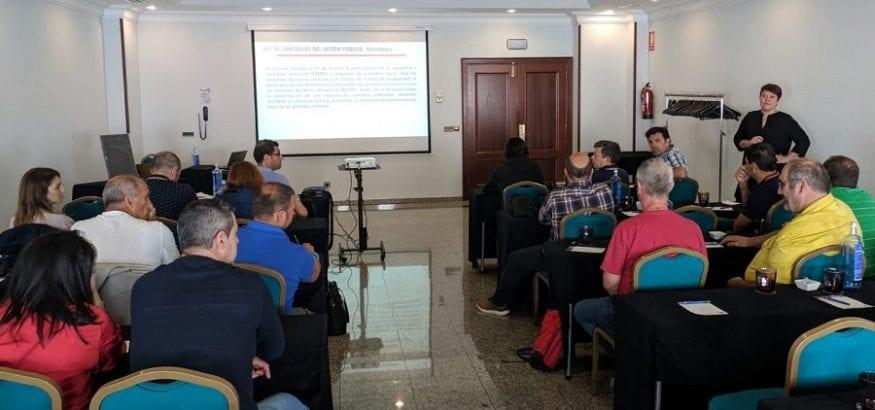 Sara García imparte en USO Galicia una jornada de formación sobre la ley de contratación pública