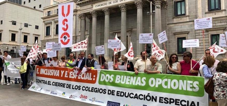 FEUSO entrega en el Congreso 300.000 firmas de apoyo a la Educación Especial