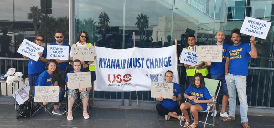 Los trabajadores de Ryanair secundan la huelga sin pasar el bar a bordo por abusivos servicios mínimos