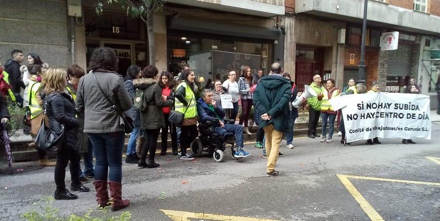 Éxito de seguimiento en las dos primeras jornadas de huelga en los centros de día de Gerusia en Asturias