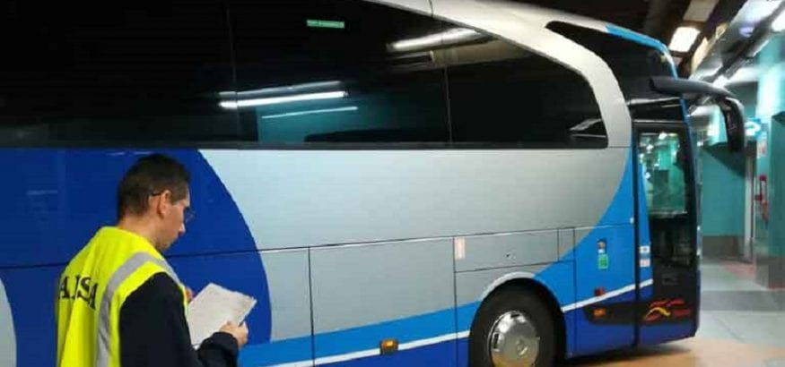 Alcanzado un acuerdo que desconvoca la huelga del transporte de viajeros por carretera en Cantabria