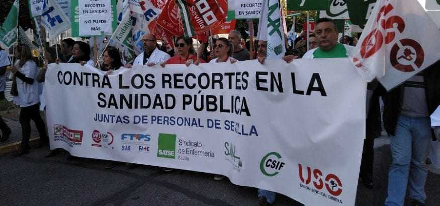 USO se concentra frente al Hospital Virgen del Rocío contra la falta de personal