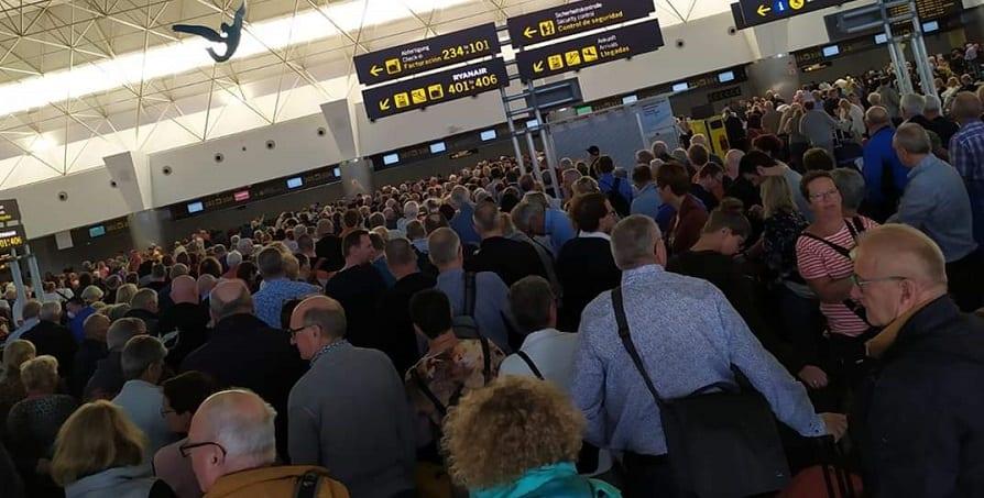 La plantilla de AENA reclama el cierre de aeropuertos a turistas