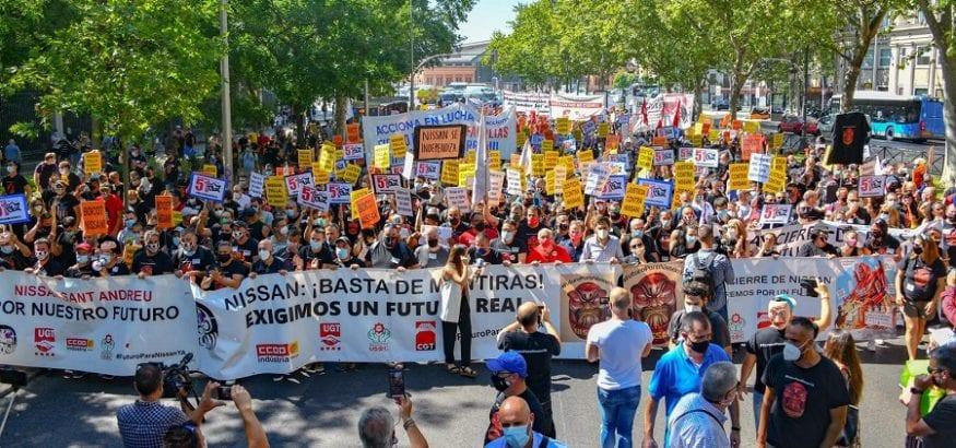 Más de 2.000 trabajadores exigen al Congreso soluciones contra el cierre de Nissan
