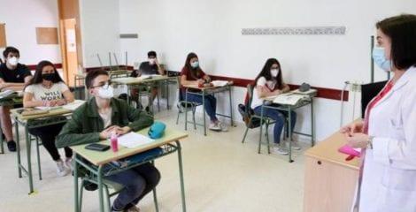 FEUSO pide priorizar la vacunación a profesores y personal docente